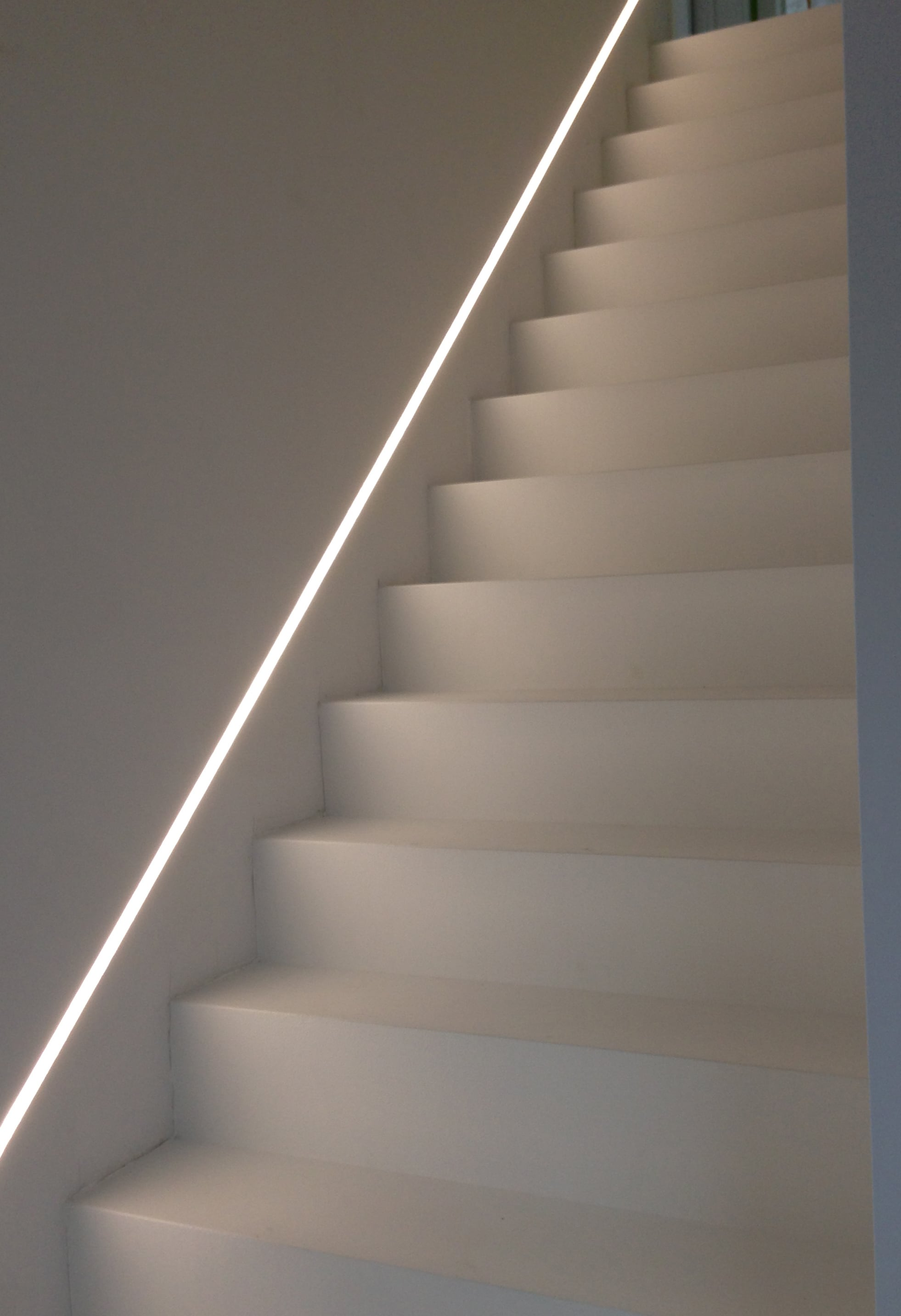 eclairage led escalier interieur interesting eclairage marche escalier interieur eclairage led. Black Bedroom Furniture Sets. Home Design Ideas