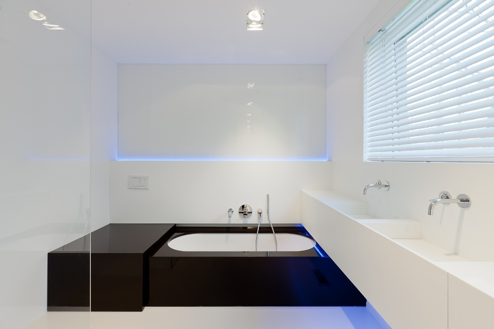 Minimalist bathroom by filip deslee