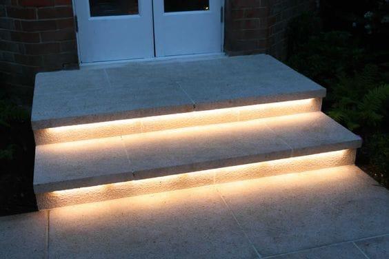 4 fa ons d 39 clairer votre escalier dmlights blog - Eclairage marche escalier ...