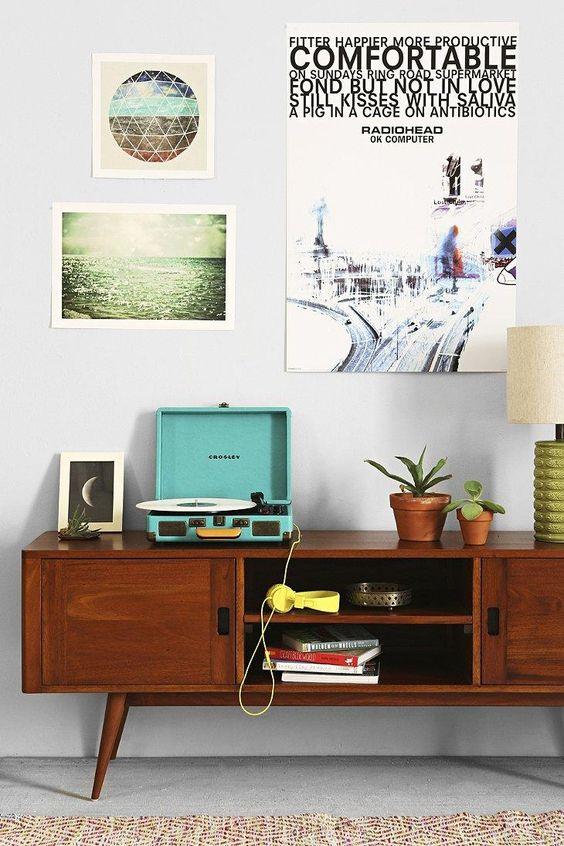 zeegroene platenspeler in een vintage kleur
